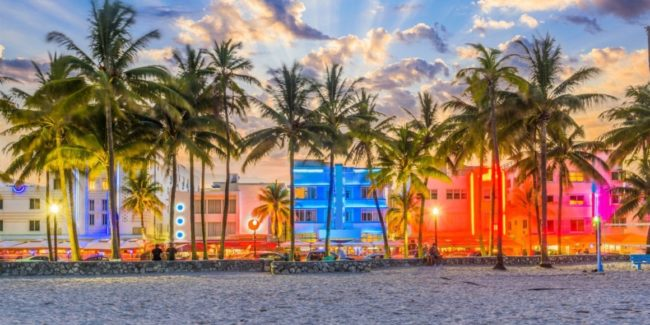 Miami: The view along Ocean Drive in South Beach at dus